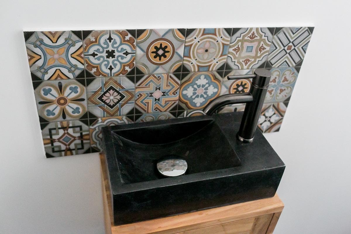 Meuble lave main en teck et marbre Basic black Tikamoon de chez Alinea